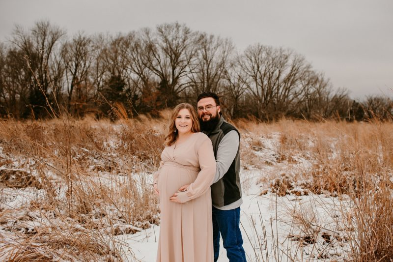 Mom and dad posing for maternity photos in Columbia Mo
